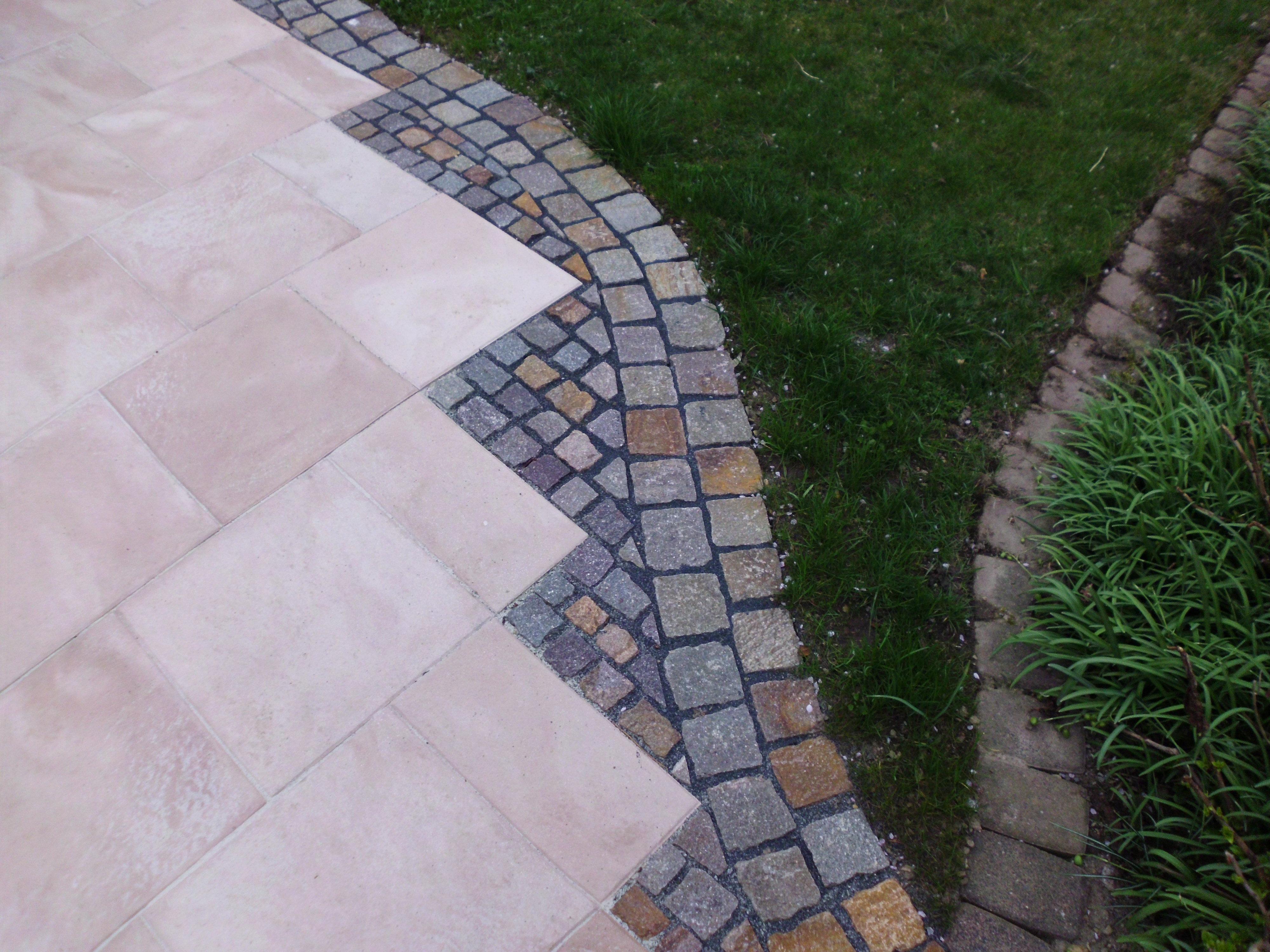 Terrasse aus Naturstein und Betonstein
